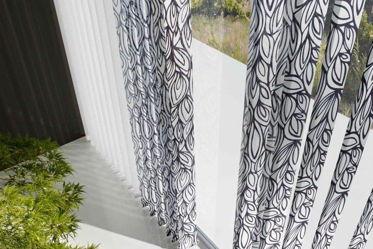 Design szalagfüggöny - az árnyékoló, ami izgalmassá teszi a belső tereket!